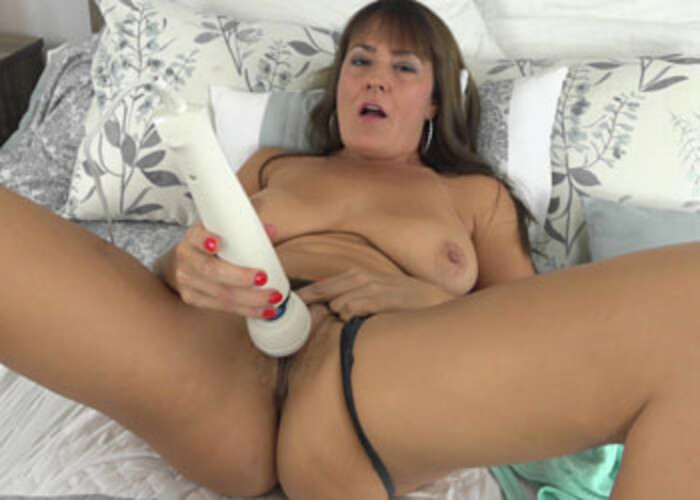 Elexis cums with her fingers and a vibrator