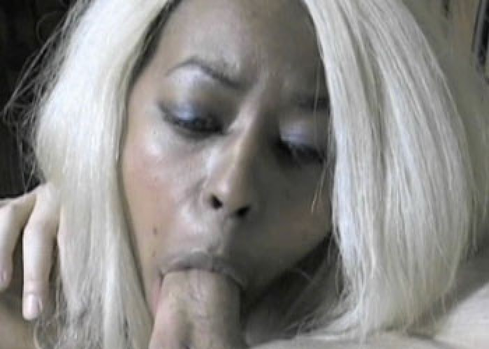 Ebony slut Fiona's smoking blowjob